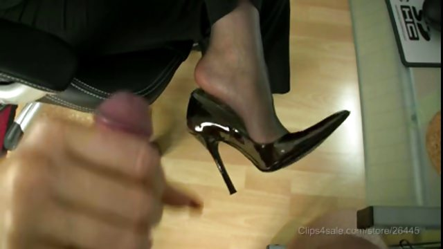 Pantyhose Footjob With Cum-shot In Prime Stilettos